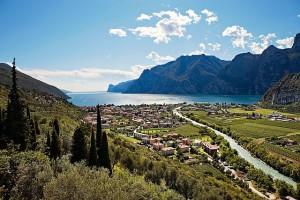 Blick auf Nago-Torbole und den Gardasee Quelle: Fototeca Trentino Sviluppo S.p.A. - Foto di Rasmus Kaessmann