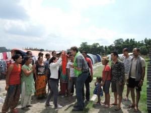 NeueWege_Nepal_MarkusHegemann_UebergabeSpende