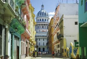 Karawane_Havana_colouredbuildings_capitolio