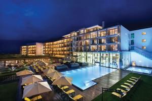 Kempinski Hotel Das Tirol_Aussenansicht bei Nacht