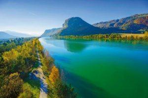 Die Region Kärnten ist bekannt für ihre 200 Seen und Teiche. Das Wasser glitzert in verschiedenen spannenden Farbnuancen – von tiefblau bis türkis – und erinnert damit an die Bergseen Alaskas ~ Foto: epr/Gert Steinthaler/Kärnten Werbung